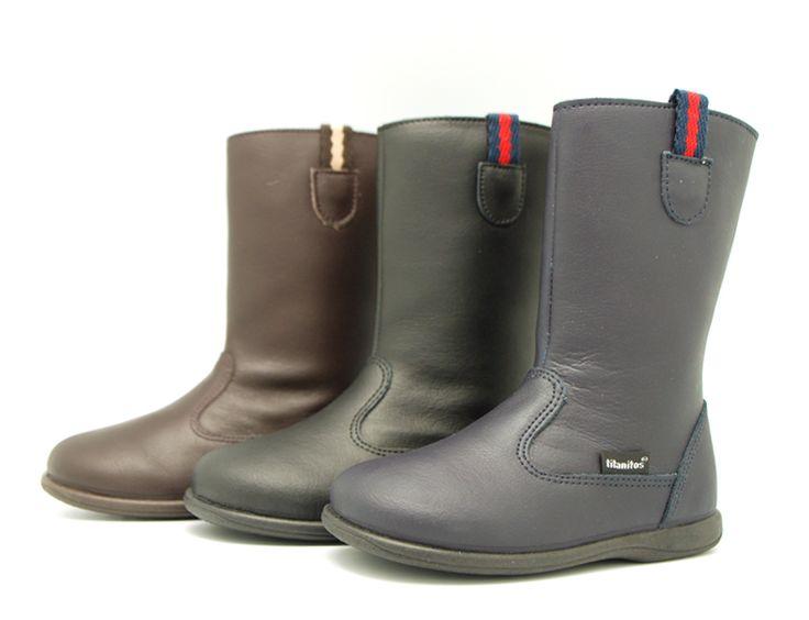 Tienda online de calzado infantil Okaaspain. Calidad al mejor precio fabricado en España. Bota de piel lavable de caña alta con cremallera.