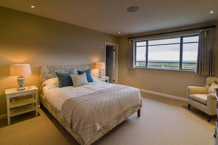 Trenouth - Cornwall.  A Cornish, self catering  beach holiday house to rent at Treyarnon Bay, just a short drive from Padstow. Extremely stylish use of colour and fabrics in this bedroom