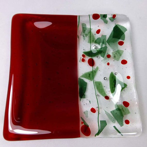 This beautiful unique Christmas holly themed fused glass dish is ideal for holding candles, but can be used for all kinds of things, not just as a