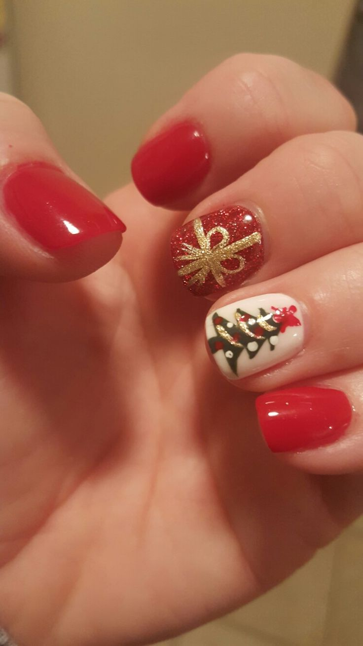 1000+ Ideas About Christmas Tree Nails On Pinterest