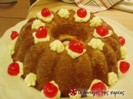 Κρεμα βουτυρου: Με την κρέμα αυτή μπορούμε να καλύψουμε το κέικ ή να σχηματίσουμε με το κορνέ μας όποια διακόσμηση θέλουμε. Μπορούμε φυσικά να τη χρησιμοποιήσουμε και ως γέμιση σε τούρτες. Στα αγγλικά θα τη βρείτε ως butter cream, δηλαδή βουτυρόκρεμα.