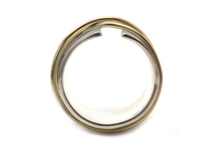 Handgemaakte En Fairtrade Zilveren Ring Met Twee Gouden