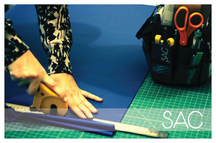 Corte de textiles para bolsos, con cortador rotativo OLFA. #OLFAcreates #Alvinmat #fabric #corte textil