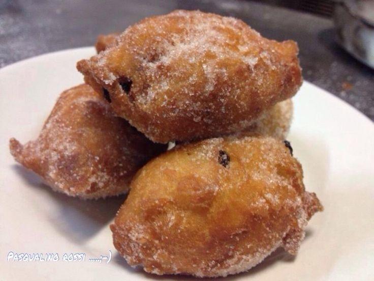 Zeppole di natale Le zeppole sono un dolce tipico della tradizione napoletane e in parte meridionale. Il motivo è facilmente intuibile: nei paesi con il cl. Zeppole di Natale: la ricetta di Pasqualino Rossi