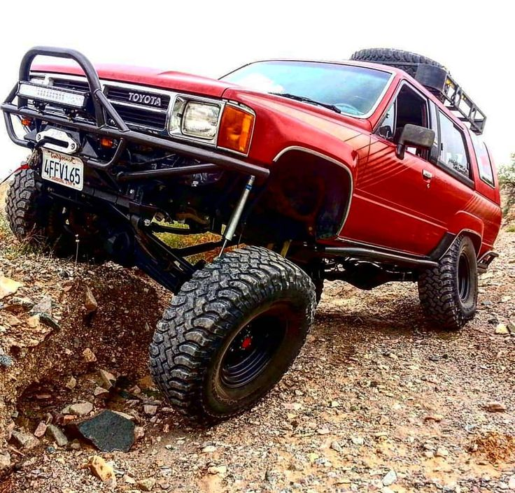 #sexysaturday ....My lil #rubyr3drum had a good run for around 160000 miles(got her at 100k) before she went raisin on me out at King of the Hammers... LOL.... I truly think Toyota had one of the nicest single stage red paint out there! This was original paint! .... . #havasu #lakehavasucity #lakehavasu wheelin! ... . Send your pic or video to @trailbound4x4 of your ANY MAKE OR MODEL trucks with a description of the trail or outing from Hawaii to Australia for a chance to get featured…