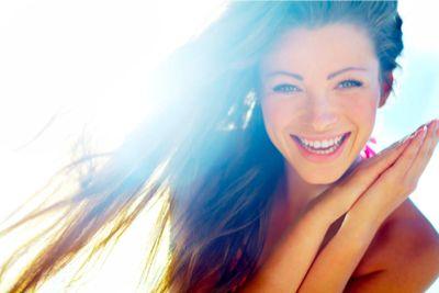 Piękny, zdrowy uśmiech to doskonały afrodyzjak. Potwierdzają to również badania…