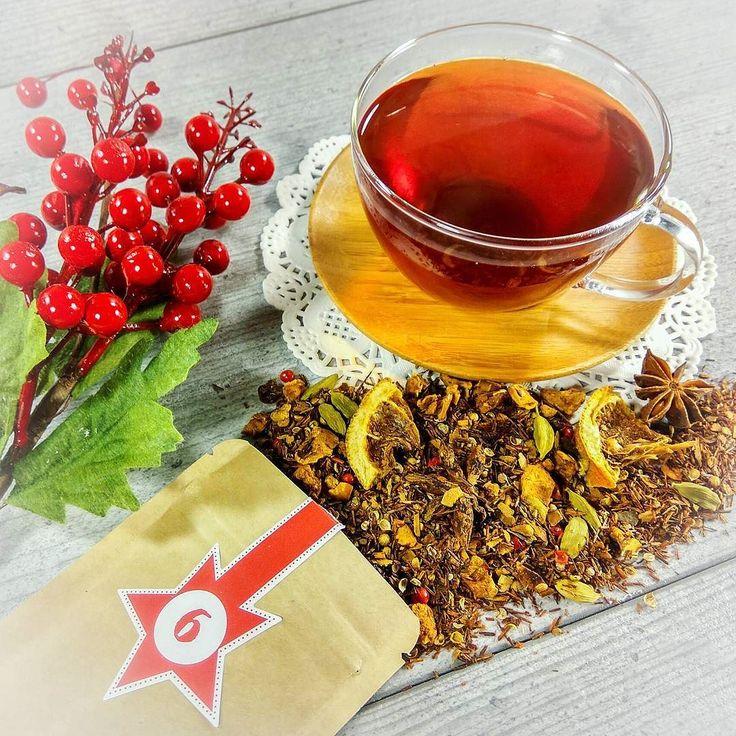 """Hallo liebe Teefreunde   Tag 6 - Türchen 6  Und wie immer um 21 Uhr.... aber heute schon um 19:30 Uhr wir präsentieren Ihnen eine Tee Sorte aus unserem Sortiment.  Heute ist es ein sehr leckerer und schon bekannter Rotbusch Tee  N082 Weihnachtsduft  """"Macht hoch die Tür die Tor macht weit - Weihnachten  ist Tee Zeit!""""  Wir wünschen euch allen einen schönen und gemütlichen Abend   #21uhrtee #tee #teelux #teeliebhaberin #teeliebhaber #teeliebe #teegenuss #teeabend #teeladen #Weihnachtsduft…"""