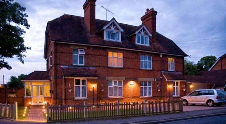 Lyndricks House Ascot With free Wi-Fi and free parking, Lyndricks House offers en suite rooms and home-cooked breakfasts. Just a mile from Ascot Racecourse, the hotel is 10 minutes' drive from Legoland and Bracknell.