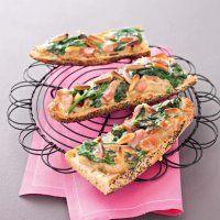 crostini à la fondue de brie et d'épinards, brie, épinards, pousses d'épinards, pignons de pin, huile d'olive