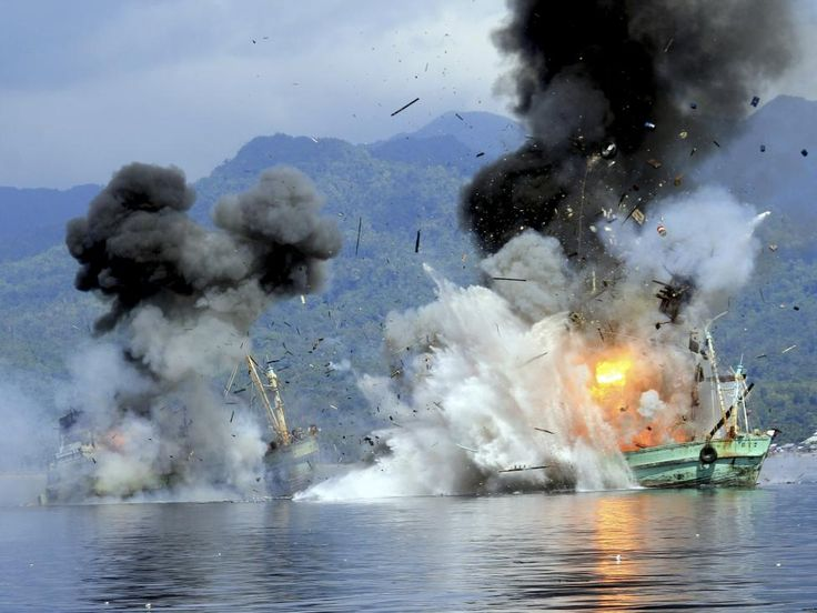 Two foreign flagged fishing boats registered in Papua New Guinea are destroyed by the Indonesian Navy after they were seized earlier for supposedly illegal fishing off the coast of Ambon, Maluku December 21, 2014. REUTERS/Antara Foto/Izaac Mulyawan