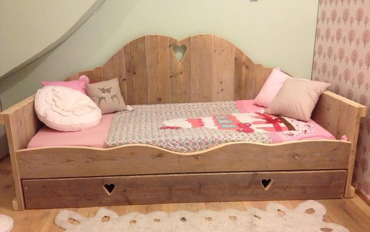 Houten bedbank #kinderkamer #kinderbed | Wooden bed for the #kidsroom