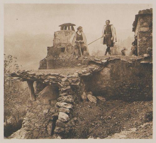 Frédéric BOISSONNAS - Οροφή ερειπωμένου σπιτιού στο χωριό Λάκκοι (ν. Χανίων) / Lakki. Toit-terrasse / 1919 / BAUD-BOVY Daniel, BOISSONNAS Frédéric. Des Cyclades en Crète au gré du vent, Γενεύη, Boissonnas & Co, 1919