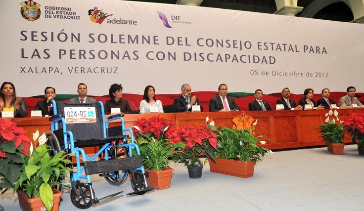 El mandatario estatal anunció que habrá emplacamiento gratuito para vehículos de personas con discapacidad en el Estado, por parte de la Secretaria de Finanzas y Planeación (Sefiplan) y el DIF Estatal de Veracruz, para acreditar su derecho a utilizar sitios de estacionamiento reservados para ellos.