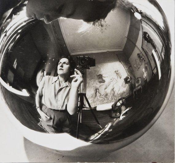 Annemarie Heinrich.Autoportraitsl Photographers, White Photography, 1947 Photography, Self Portraits, Photography Selfportrait, Heinrich Selfportrait, Photography Portraits, Annemarie Heinrich, Anne Mary