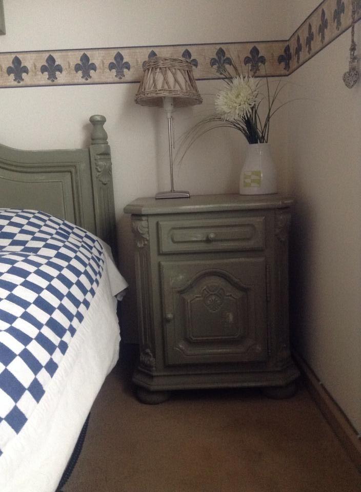 Hoi hoi, mijn eiken slaapkamer opgeknapt met chalk paint in de kleur Chateau Grey, super blij mee! Grts Angelina