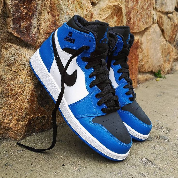"Air Jordan 1 Retro HI ""Rare Air"" Blue White. Size GS - Price: 89 (Spain Envíos Gratis a Partir de 99) http://ift.tt/1iZuQ2v #loversneakers#sneakerheads#sneakers#kicks#zapatillas#kicksonfire#kickstagram#sneakerfreaker#nicekicks#thesneakersbox #snkrfrkr#sneakercollector#shoeporn#igsneskercommunity#sneakernews#solecollector#wdywt#womft#sneakeraddict#kotd#smyfh#hypebeast #nikeair#jordan #airjordan #jordan1"