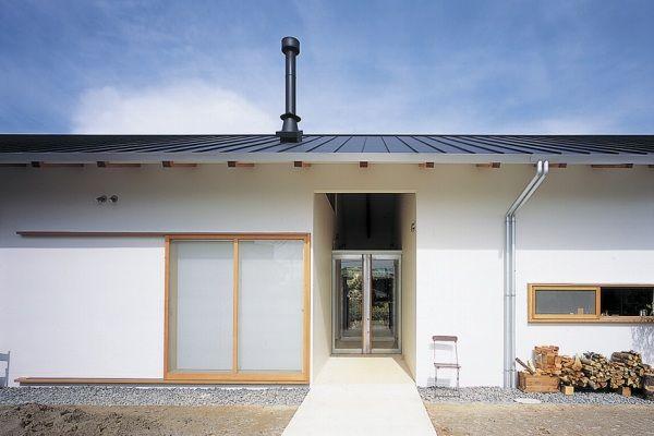 美術作家のためのアトリエと住まい  煙突 平屋 注文住宅・自由設計・建築家 アーキッシュギャラリー(東京・名古屋・大阪)
