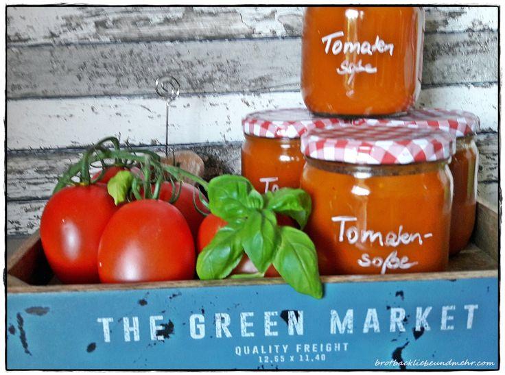 ♥♥♥ ♥♥♥ Aus meinem Italienurlaub habe ich kiloweise Tomaten vom Markt mitgebracht, u.a. auch, um Tomatensoße damit einzukochen. Ich mache das normalerweise erst im Sommer, wenn bei uns Tomatensais…