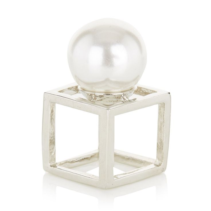 Square frame ring with pearl Silver