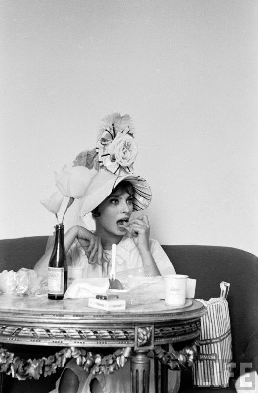  A girl who loves to eat: Sophia Loren