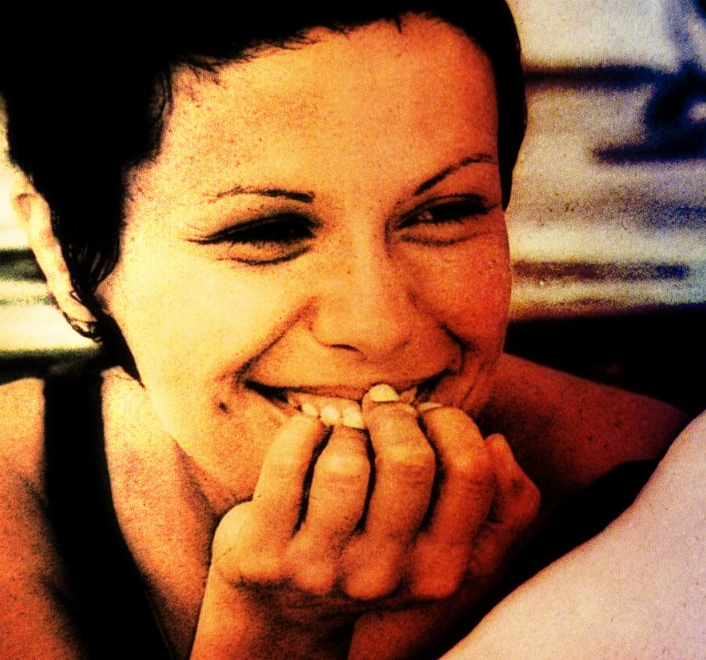 """Elis Regina (1945-1982) was an extraordinary brazillian singer, sometimes known as the best brazillian female singer of all times. Her greatest songs are """"Romaria"""", """"Madalena""""; """"Como Os Nossos Pais"""", """"Mais Que Nada"""" and """"Águas de Março"""", one of the best and most famous brazillian songs ever, wihich she sang with the also legendary brazillian singer Tom Jobim."""