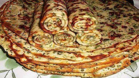 Slané palačinky se strouhaným sýrem a bylinkami připravené na pánvičce! | Milujeme recepty