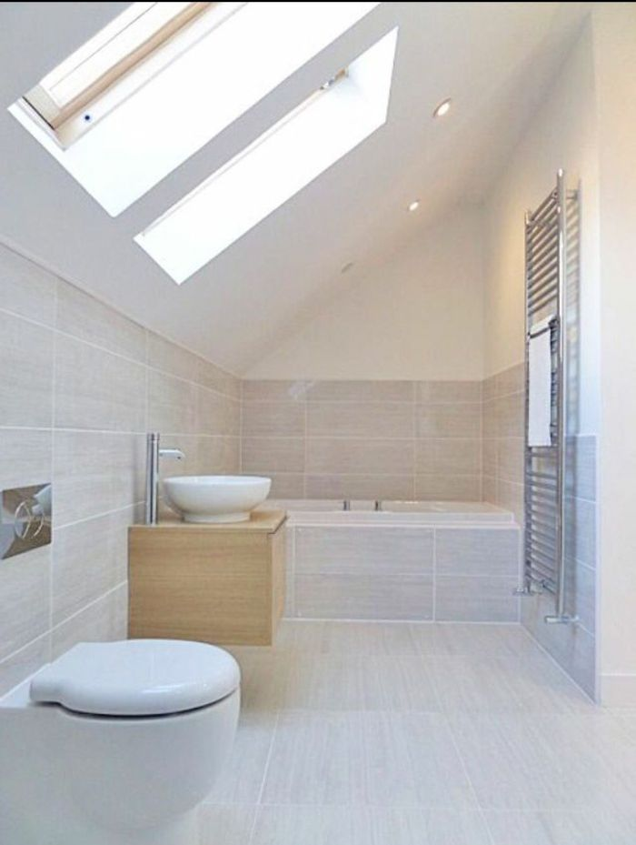 17 meilleures id es propos de plafonds en pente sur - Idee salle de bain sous pente ...