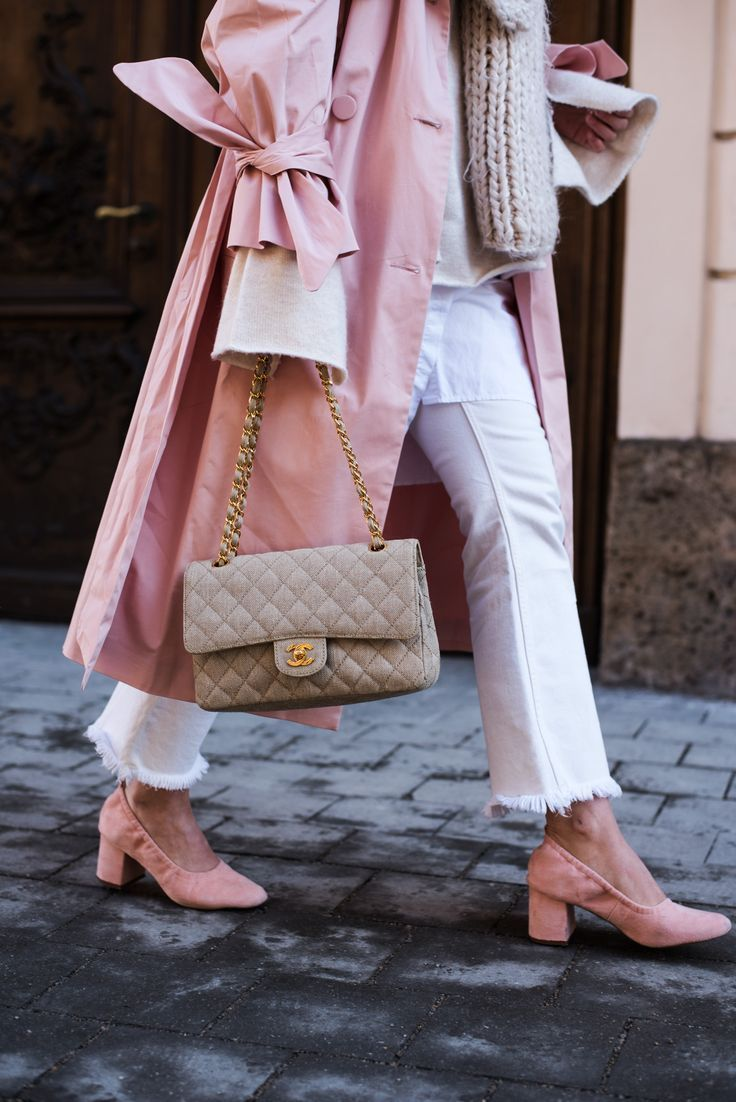 Outfit: Rosa Trenchcoat with Bell Sleeves, Chanel Classic Timeless Canvas Bag & Granny Sneakers #ballerinastyle