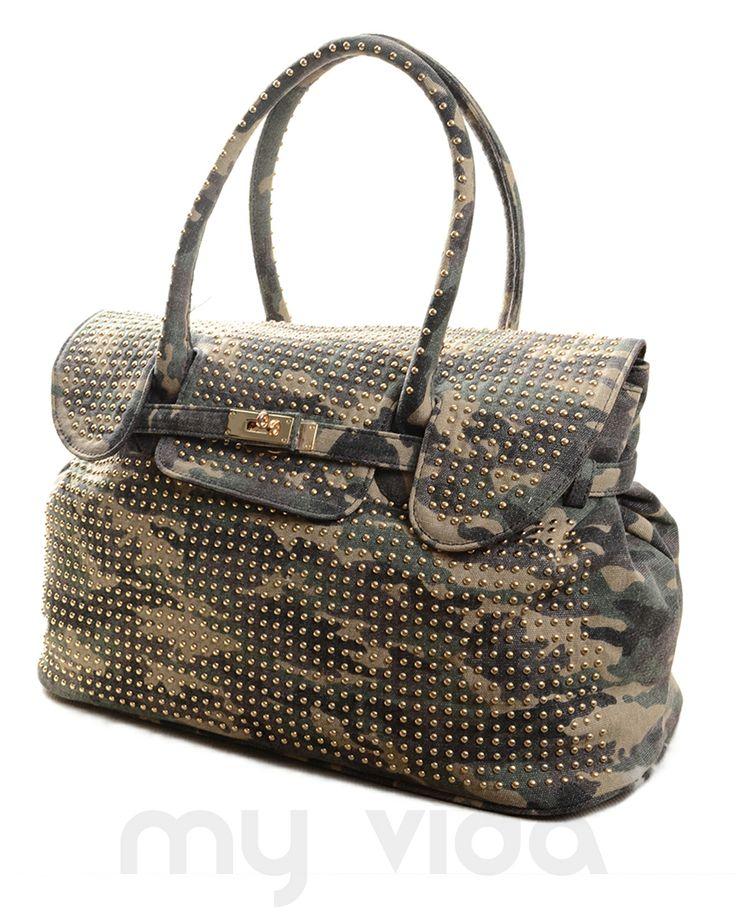 #Borsa donna mimetica con #borchie ampia e spaziosa. Borsetta donna trendy con #tracolla e tasche interne, ideale per un #look trendy... #camouflage #mimetico #militare
