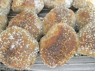 Langtidshævede boller med chiafrø | Skagbaek