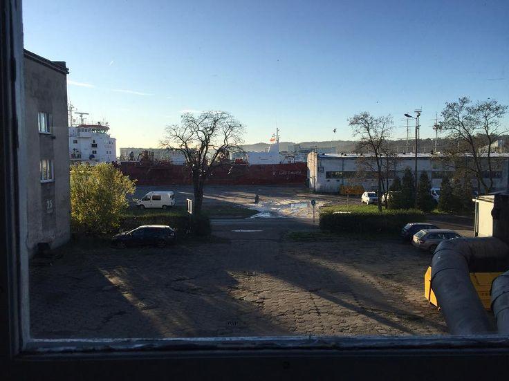 Ładna dziś pogoda #harbour #shipyard #dalmor #to #świetna #miejscówka #gdynia #morning #sun #autumn #sunny #tuesday #vsco #vscocam