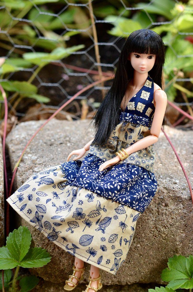 Vêtement pour Momoko ou Barbie Petite, robe gitane en patchwork de coton et soie, robe licou à dos nu bleue et beige pour poupée 12 pouces de la boutique AtelierRagazza sur Etsy