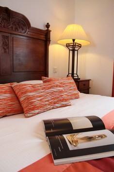 Passez un moment agréable dans nos suites avec vue mer à l'hôtel Le Bellevue !  #hotel #restaurant #hoteldecharme #vuemer #borddemer #mer #plage #chambre #orange #cosy #authentique #cocooning #weekend #normandie #normandy