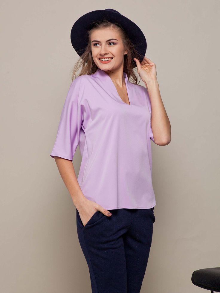 Простая шелковая широкая блузка сиреневого цвета. Коллекция весна-лето 2016