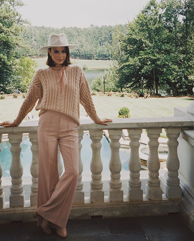 A pink moment (and a sex tape) on tonight's episode of DYNASTY at 9 on the CW #CristalCarrington #35mm - nathalie kelley (@natkelley)