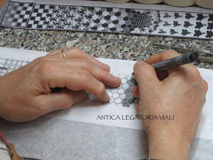 Modello su carta del disegno  #legatoria #legatoriaviali #viterbo #rilegature #bookbinding #bookbinder #rilegatura #artisan #artigianato #artigiano #italy #italia #rilegare #libri #books #ArtigianatoArtistico #rilegatore #orvieto #roma #tuscia #reliure #restauro #restaurolibri #escher