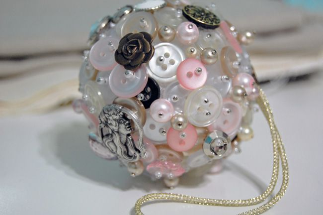 shabby button and pearl Christmas ornament diy ... http://theornamentgirl.com/blog/being-crafty/twelve-days-of-christmas-ornaments-day-3/