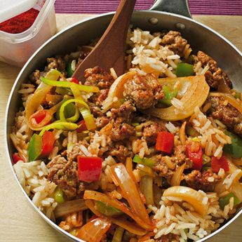 Mit der deftigen Parika-Reispfanne werden Sie auch die hungrigsten Mägen ruhig stellen!