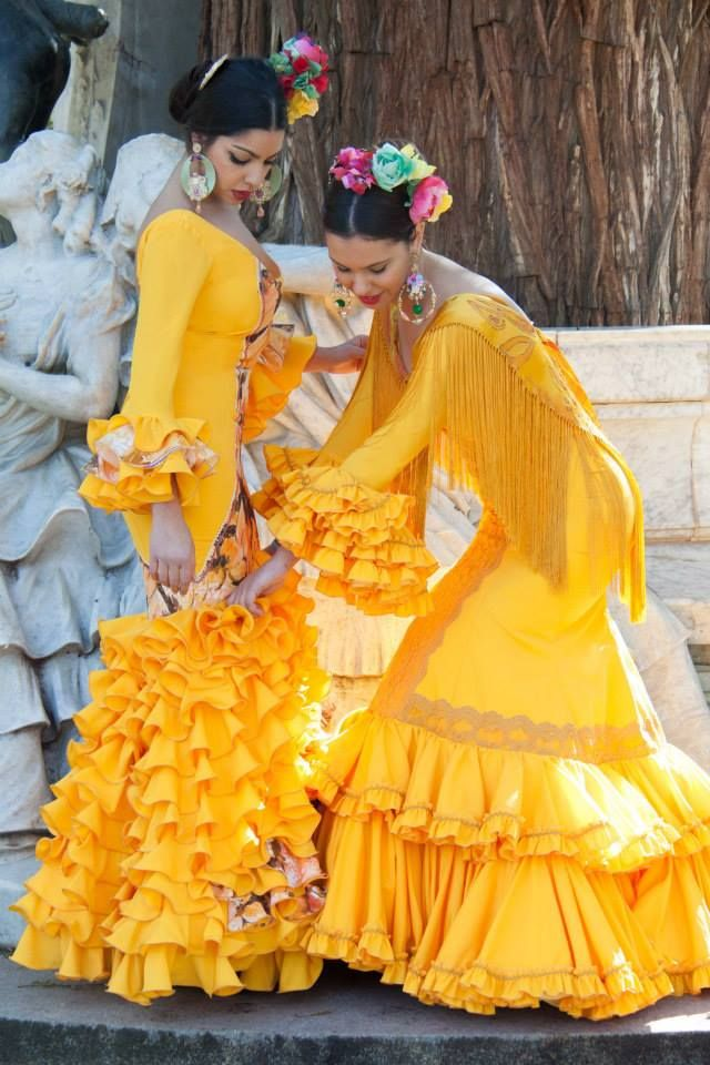 ▶️ Traje de flamenca amarillos  Diseño exclusivo de Viviana Iorio ▶️ Colección 2015, Sevilla, España  info@vivianaioriotrajesdeflamenca.com
