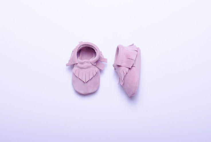 baby moccasins pink #pink #babyshoes #babymoccasins #leathershoes #chamoisleathershoes #pinkshoes #baby #girl