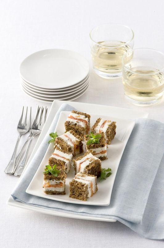 Cubetti di pane con crema di ricotta e fichi secchi