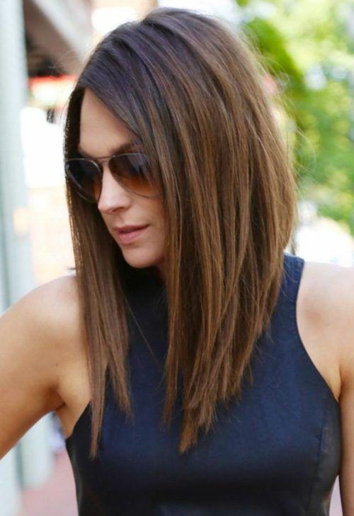 Vue de dos de coupes de cheveux long fashion femmes
