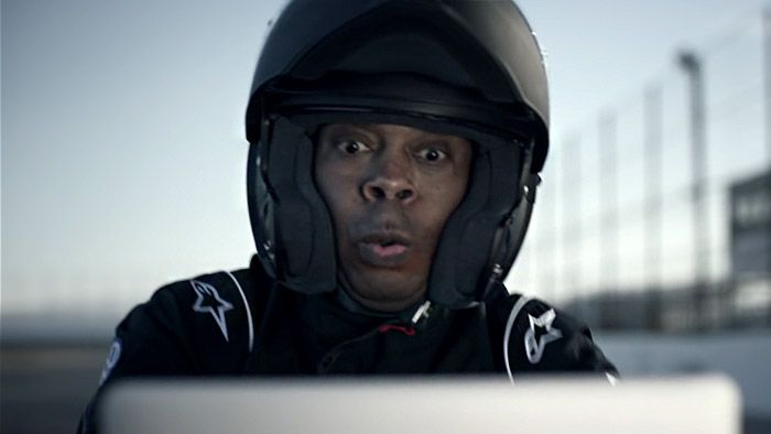 Michael Winslow napodobuje zvuk nového Volkswagenu Golf R