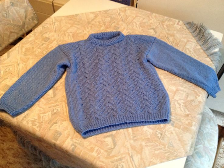 Lavender blue hand knitted kids sweater with cable pattern - Lavendelblauwe handgebreide kindertrui met kabelpatroon