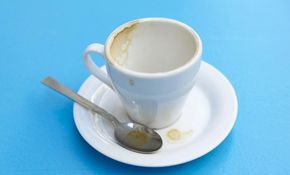 tips para sacar manchas de cafe de las tazas