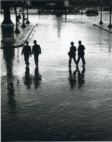 Andre Kertesz  4 silhouettes in an urban sea: Paris, Andrekertesz, Andre Kertesz, Eiffel Towers, Art Photography, Concord, André Kertész, Of The, Places De