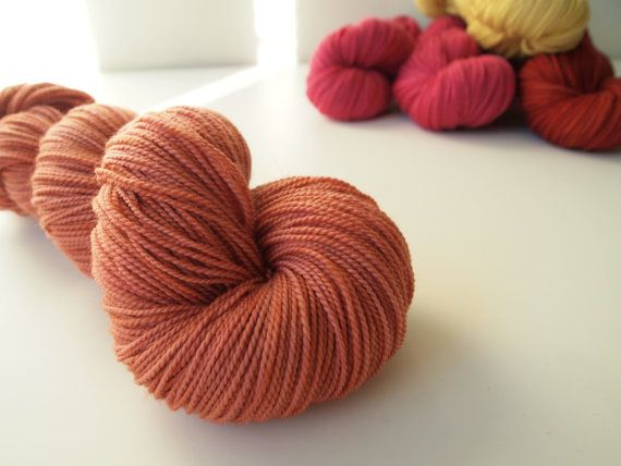 Elin. Naturally dyed. Fingering weight by IvelleTheHappyCow, €17.90
