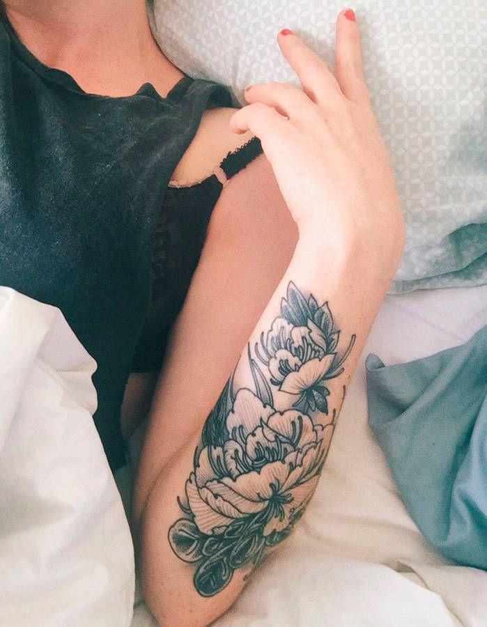 Tatouage fleur en couleur - 20 tatouages fleuris qui font envie - Elle