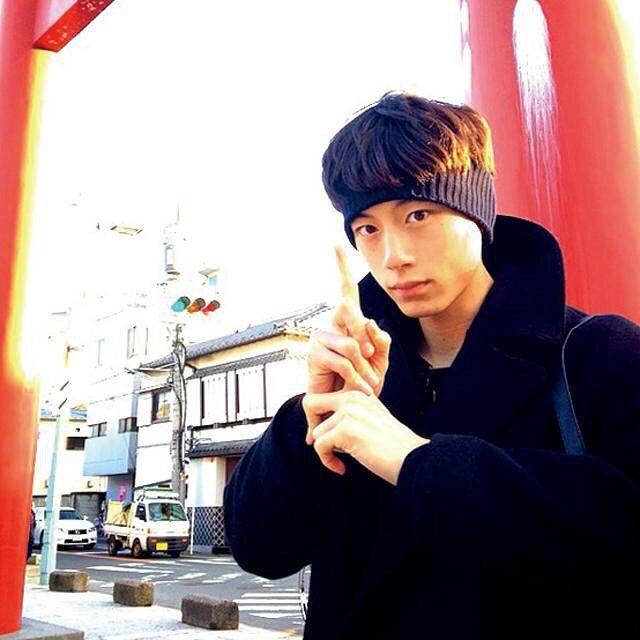 小玉鈴夏: いや、ほんとにかっこいい。忍者ポーズすずかもたくさんして写真写ろう。 #坂口健太郎 #塩顔 #711BD ...