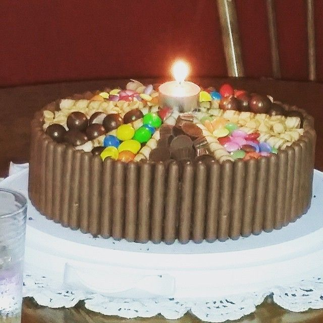 When friends say they love chocolate, then I listen! Chocolate cake, chocolate icing and lots of chocolate candies.